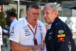 Otmar Szafnauer, Sahara Force India Formula One Team Chief Operating Officer and Dr Helmut Marko, Red Bull Motorsport Consultant