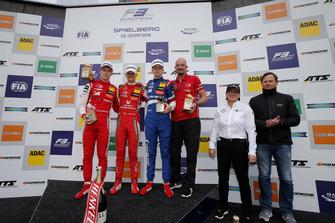 Podium : le vainqueur Mick Schumacher, PREMA Theodore Racing Dallara F317 - Mercedes-Benz, le deuxième, Marcus Armstrong, PREMA Theodore Racing Dallara F317 - Mercedes-Benz, le troisième, Robert Shwartzman, PREMA Theodore Racing Dallara F317 - Mercedes-Benz, Ellen Lohr