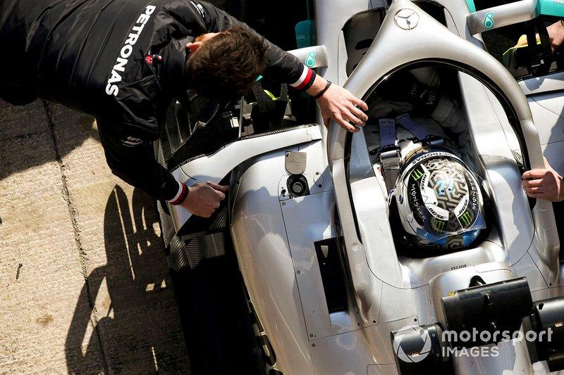 Valtteri Bottas, Mercedes AMG F1, si ferma al box