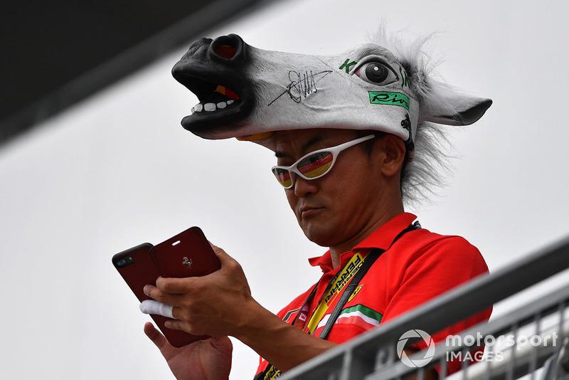 Sebastian Vettel, Ferrari fan with horses head hat