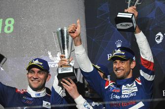 Обладатели третьего места Виталий Петров и Дженсон Баттон, SMP Racing
