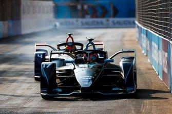Gary Paffett, HWA Racelab, VFE-05 devant Robin Frijns, Envision Virgin Racing, Audi e-tron FE05