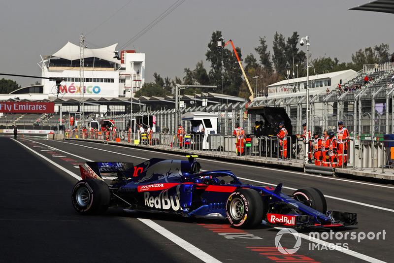 Pierre Gasly, Scuderia Toro Rosso STR13, dans les stands
