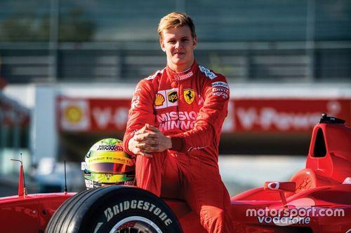 Mick Schumacher za kierownicą Ferrari F2002