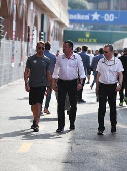 Jenson Button, McLaren; Eric Boullier, McLaren-Renndirektor