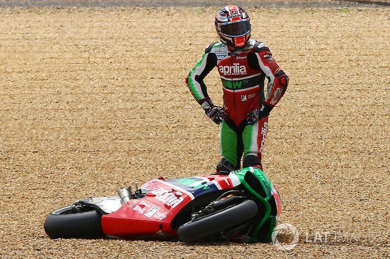 Sam Lowes, Aprilia Racing Team Gresini, après sa chute