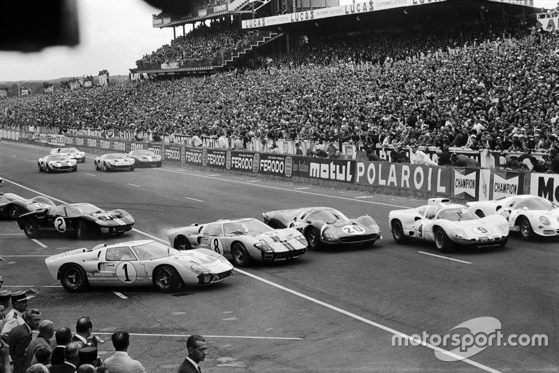 Caos alla partenza della 24 ore di Le Mans