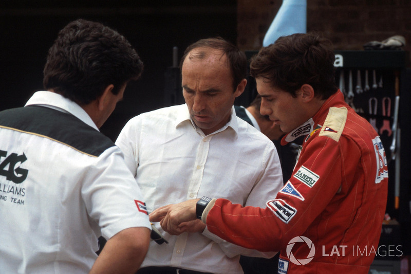 Ayrton Senna mit Frank Williams, Williams-Teamchef, und Allan Challis, Williams-Teammanager