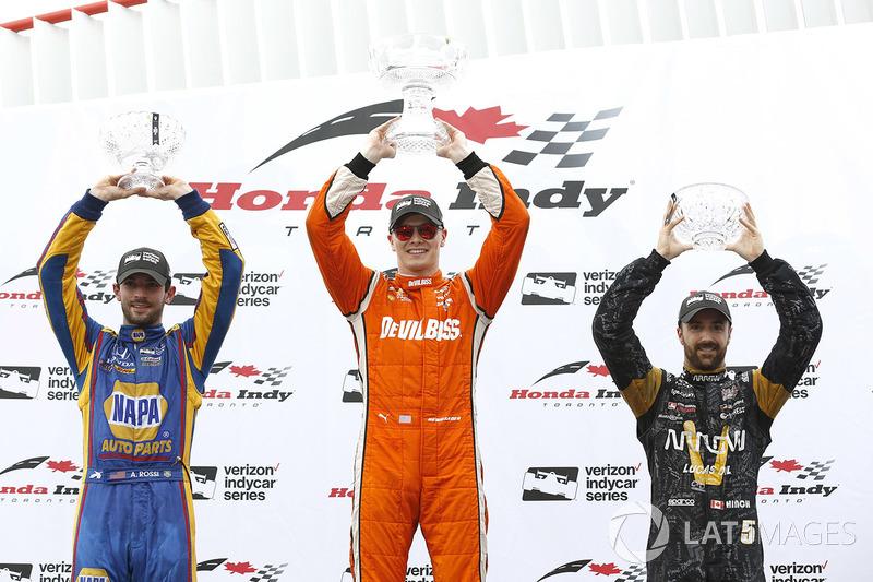 Podio: ganador Josef Newgarden, Equipo Penske, segundo lugar Alexander Rossi, Herta - Andretti Autosport, tercer lugar James Hinchcliffe, Schmidt Peterson Motorsports