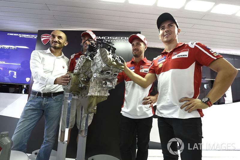 Claudio Domenicali, Ducati CEO, Andrea Dovizioso, Ducati Team, Michele Pirro, Ducati Team, Jorge Lorenzo, Ducati Team, peluncuran mesin motor komersil, Ducati V4