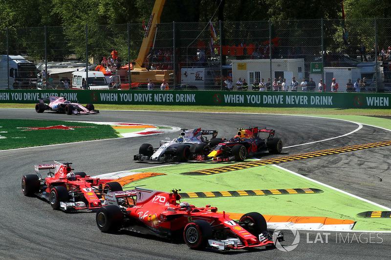 Kimi Raikkonen, Ferrari SF70H battles, Sebastian Vettel, Ferrari SF70H and Max Verstappen, Red Bull Racing RB13 battles, Felipe Massa, Williams FW40