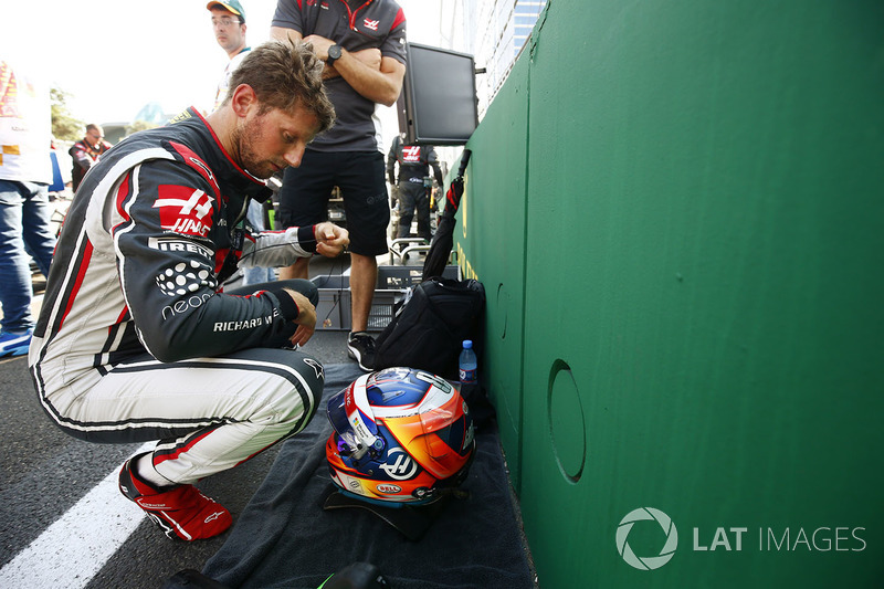 Romain Grosjean, Haas F1 Team, se prepara