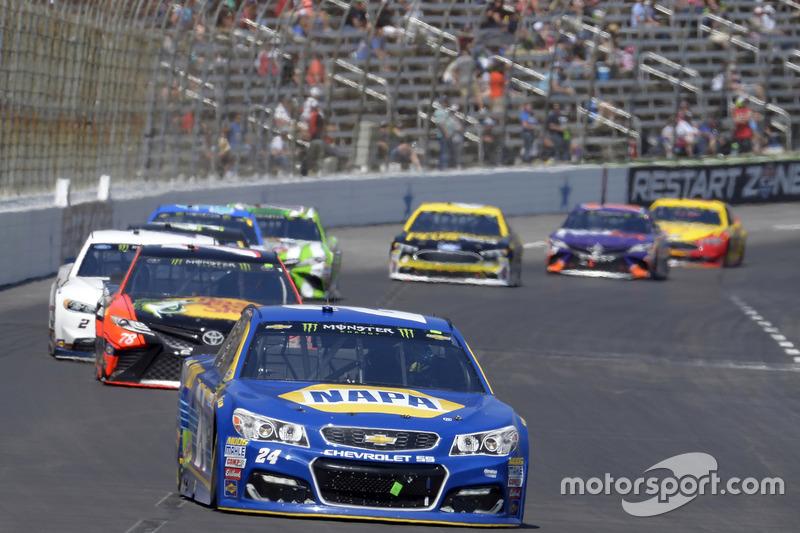 Chase Elliott, Hendrick Motorsports, Chevrolet; Martin Truex Jr., Furniture Row Racing, Toyota