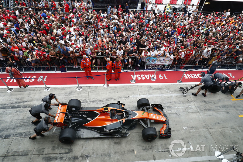 McLaren-team oefent de pitstop