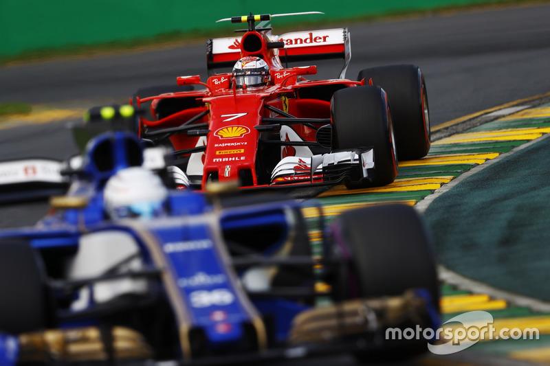 Antonio Giovinazzi, Sauber, C36; Kimi Räikkönen, Ferrari, SF70H