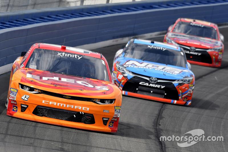 Kyle Larson, Chip Ganassi Racing, Chevrolet; Kyle Busch, Joe Gibbs Racing, Toyota; Erik Jones, Joe Gibbs Racing, Toyota