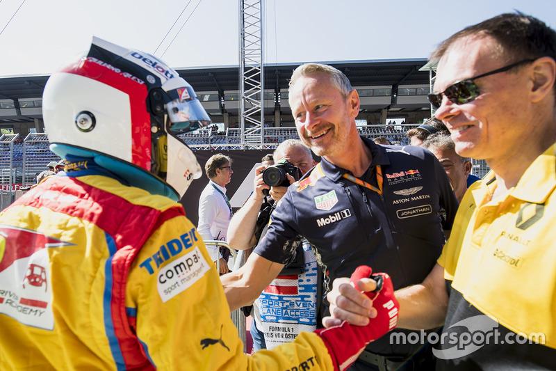 2. Giuliano Alesi, Trident, mit Jonathan Wheatley, Red Bull Racing, und Alan Permane, Renault