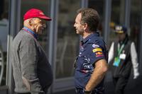 Niki Lauda, Mercedes AMG F1 Presidente no ejecutivo y Christian Horner, jefe de equipo de carreras de Red Bull