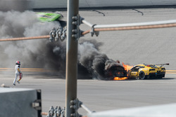 Marcel Fässler runs with a fire extinguisher to the #4 Corvette Racing Chevrolet Corvette C7.R on fire
