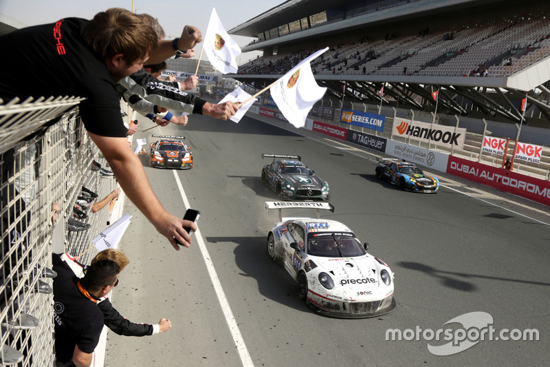 Ganador de la carrera #911 Herberth Motorsport Porsche 991 GT3 R: Daniel Allemann, Ralf Bohn, Robert