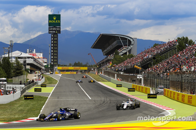 Pascal Wehrlein, Sauber C36, Lance Stroll, Williams FW40
