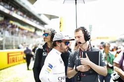 Fernando Alonso, McLaren, Mark Temple, Race Engineer, McLaren