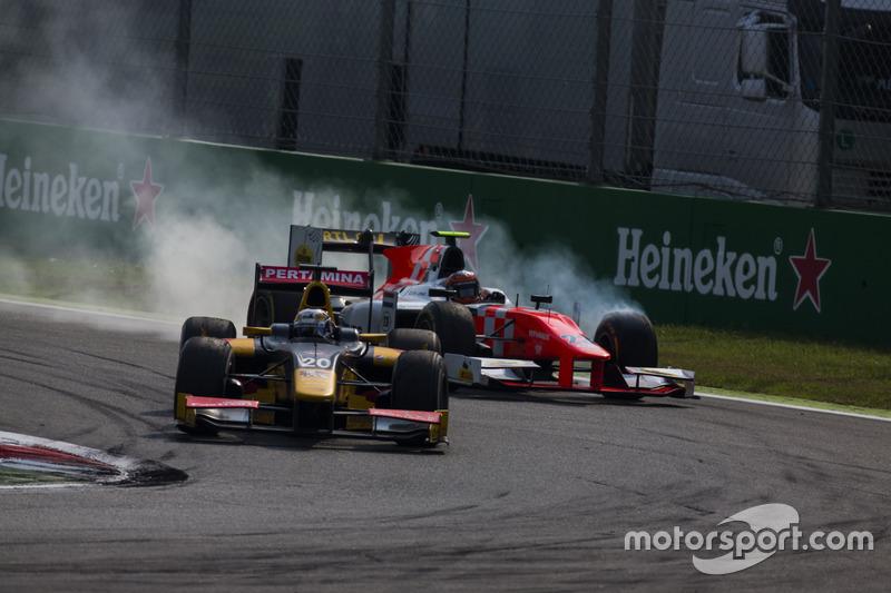 Antonio Giovinazzi, PREMA Racing leads Daniel de Jong, MP Motorsport