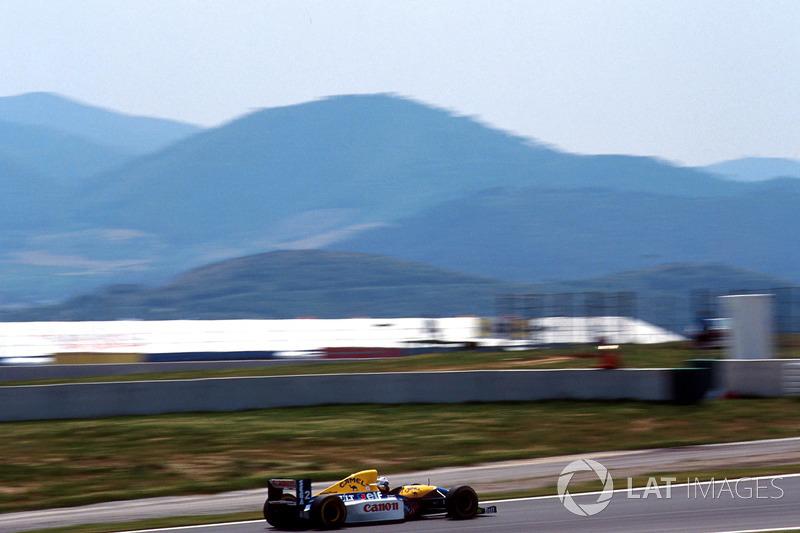 Prost le sacó una gran ventaja a Hill, pero su coche no se encontraba al 100 a la mitad de la carrera, así que el británico lo alcanzó una vez más.