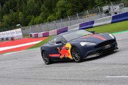 Max Verstappen, Red Bull Racing, in una Aston Martin