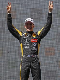 Podio: Ganador, Sacha Fenestraz, Carlin Dallara F317 - Volkswagen