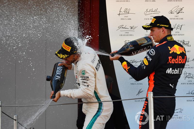 e Max Verstappen conseguiu se manter na terceira posição, garantindo o primeiro pódio do ano.