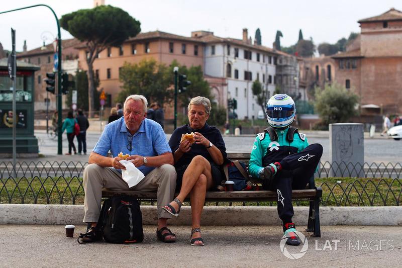 Luca Filippi en Roma con dos turistas