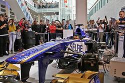 Sauber F1 Team bei der Auto Zürich am 1. November, Pascal Wehrlein