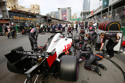 Haas F1 engineers work on the car of Kevin Magnussen, Haas F1 Team VF-18 Ferrari, on the grid