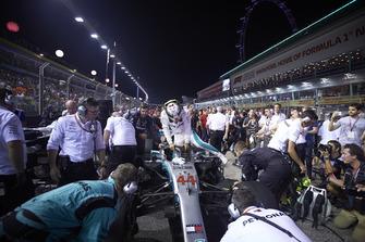 Lewis Hamilton, Mercedes AMG F1 W09 EQ Power+, arrive sur la grille