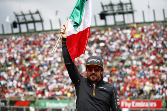 Fernando Alonso, McLaren, with a Mexican flag in the drivers parade