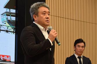 山本雅史ホンダ・モータースポーツ部長(Masashi Yamamoto)、佐藤琢磨(Takuma Sato)