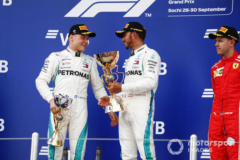 Il secondo classificato Valtteri Bottas, Mercedes AMG F1, il vincitore della gara Lewis Hamilton, Mercedes AMG F1, il terzo classificato Sebastian Vettel, Ferrari, sul podio