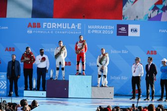 Le deuxième, Robin Frijns, Envision Virgin Racing, le vainqueur Jérôme d'Ambrosio, Mahindra Racing, le troisième, Sam Bird, Envision Virgin Racing, sur le podium