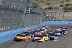 Start: Joey Logano, Team Penske, Ford; Ryan Blaney, Wood Brothers Racing, Ford