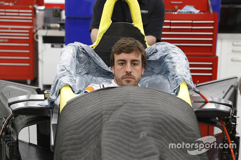 Fernando Alonso seat fitting