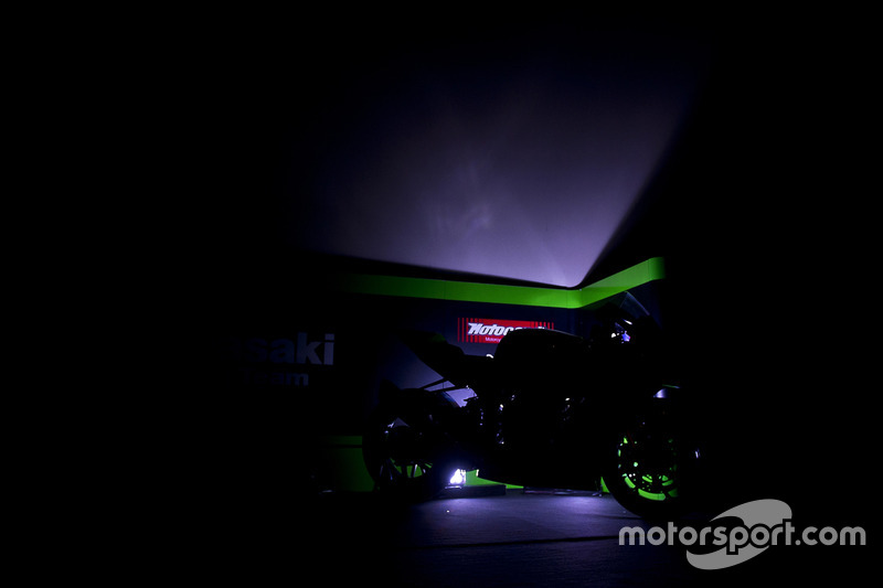 Kawasaki Racing Team Ninja ZX-10RR unveil