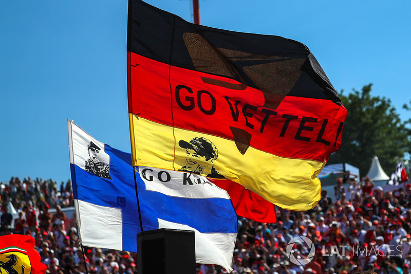 Прапор Німеччини із зображенням Себастьяна Феттеля, Ferrari