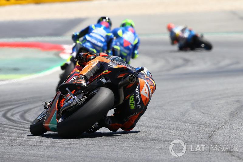 Pol Espargaró tente de suivre le rythme sur sa KTM