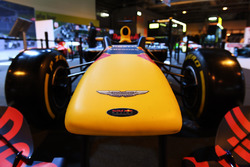 El logo de Aston Martin en el morro del Red Bull