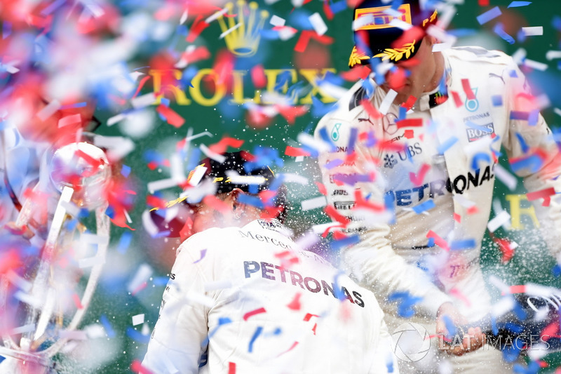 Peter Bonnington, Mercedes AMG F1 Race Engineer, race winner Lewis Hamilton, Mercedes AMG F1 and Valtteri Bottas, Mercedes AMG F1 celebrate on the podium