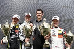 Подіум: переможець Джейк Х'юз (Hitech Dallara F317 Mercedes-Benz), другий призер Ландо Норріс (Carlin Dallara F317 Volkswagen), третій призер Каллум Ілотт (Prema Dallara F317 Mercedes-Benz)