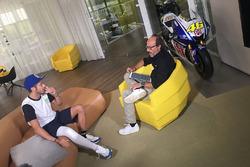 Valentino Rossi wird von Guido Meda interviewt