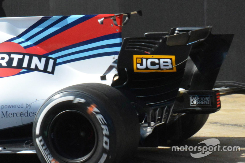 Williams FW40: Heckflügel