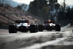 Stoffel Vandoorne, McLaren MCL32; Max Verstappen, Red Bull Racing RB13